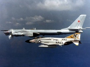 "Un Phantom interceptando un ""Bear"" soviético"
