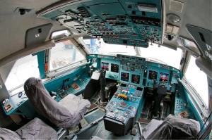 Il-96-400T_cockpit