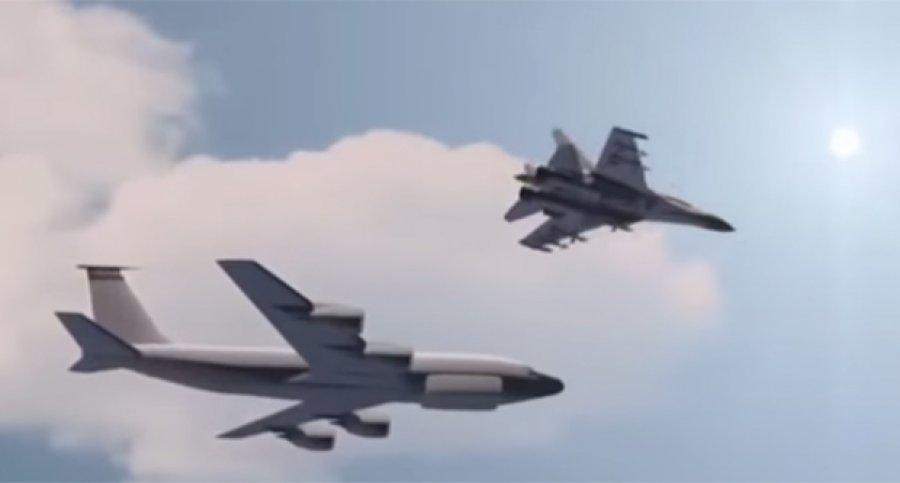 Su-27 interceptando un Boeing RC-135
