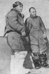 Kokkinaki y Gordienko tras su viaje sin escalas entre Moscú y la isla Miscou