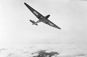 ANT-25 sobre las nubes