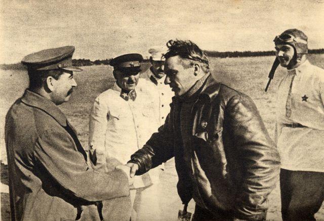 Stalin, Chkalov y Belyakov. 10 de Agosto de 1936