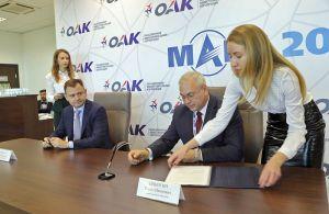 """Representantes de OAK y JSC """"558 ARP"""" firmando su acuerdo de cooperación"""